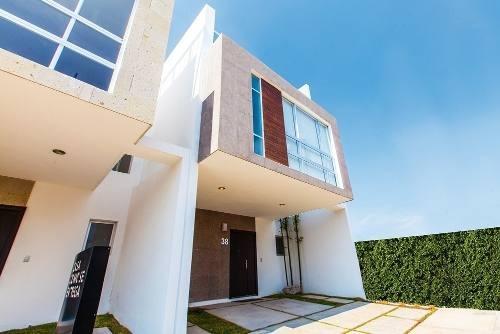 preciosas casa en venta en residencial manantial