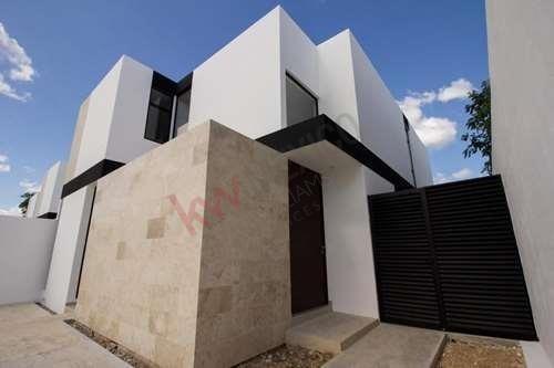 preciosas casas en conkal , bonitos acabados piscina y sala doble altura.