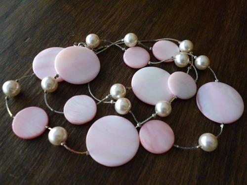 precioso collar de perlas rosadas y discos de madre perla