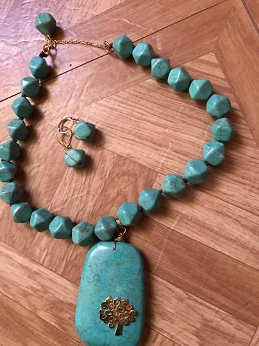 precioso collar de piedras naturales con inserto.