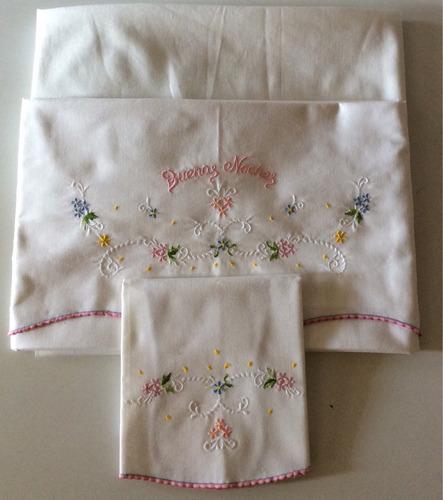 precioso cubrecama, almohada y juego de sabanas para cuna