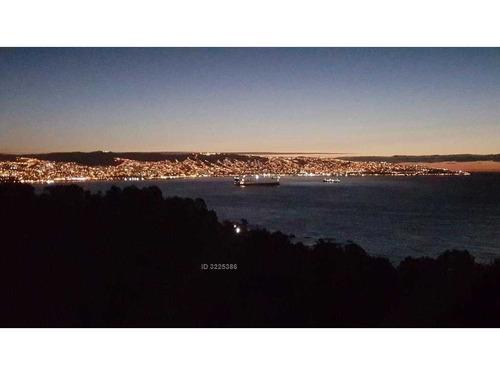 precioso departamento con vista panorámica a valparaiso y reñaca.
