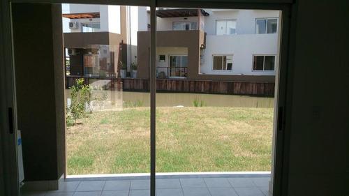precioso departamento de 3  amb. con jardín  - barrio sendero -nordelta