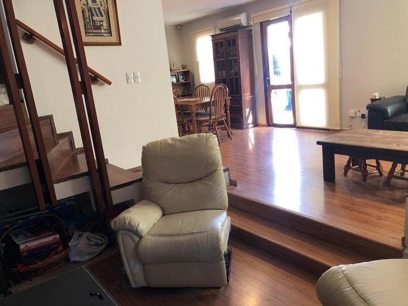 ¡precioso dúplex de 3 dormitorios, con patio y garaje!