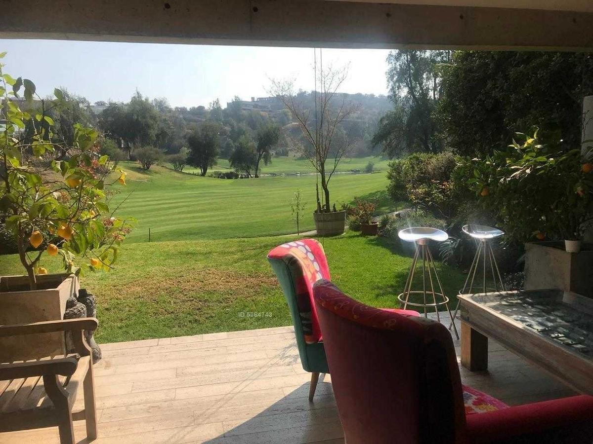 precioso, moderno duplex con salida a cancha golf y jardín.