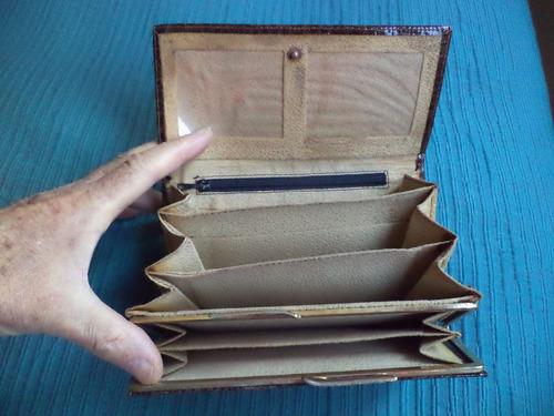 precisa billetera pierre cardin en  su caja