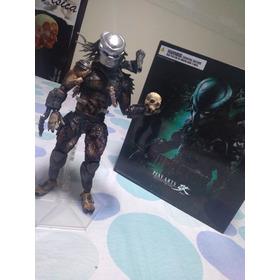 Predador Classic  Play Arts Kai