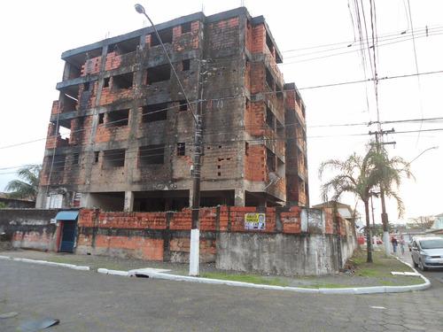 prédio com 16 apartamentos no canto do forte