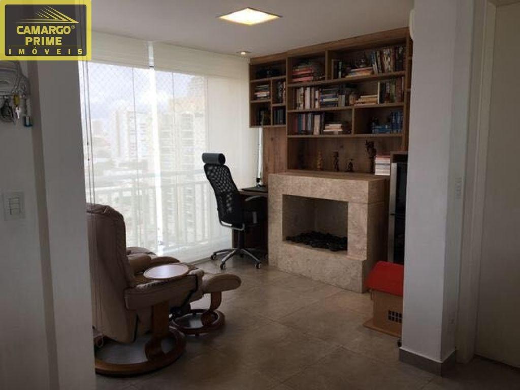 prédio construido em 2012,apartamento reformado ,repleto de  armários ,  piso de porcelanato,andar a - eb82285