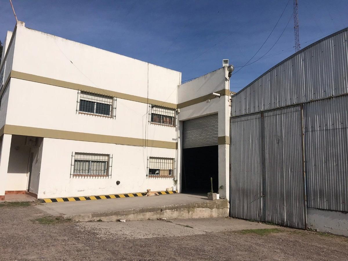 predio de varios galpones y zonas de estacionamiento de camiones - ideal empresa logística