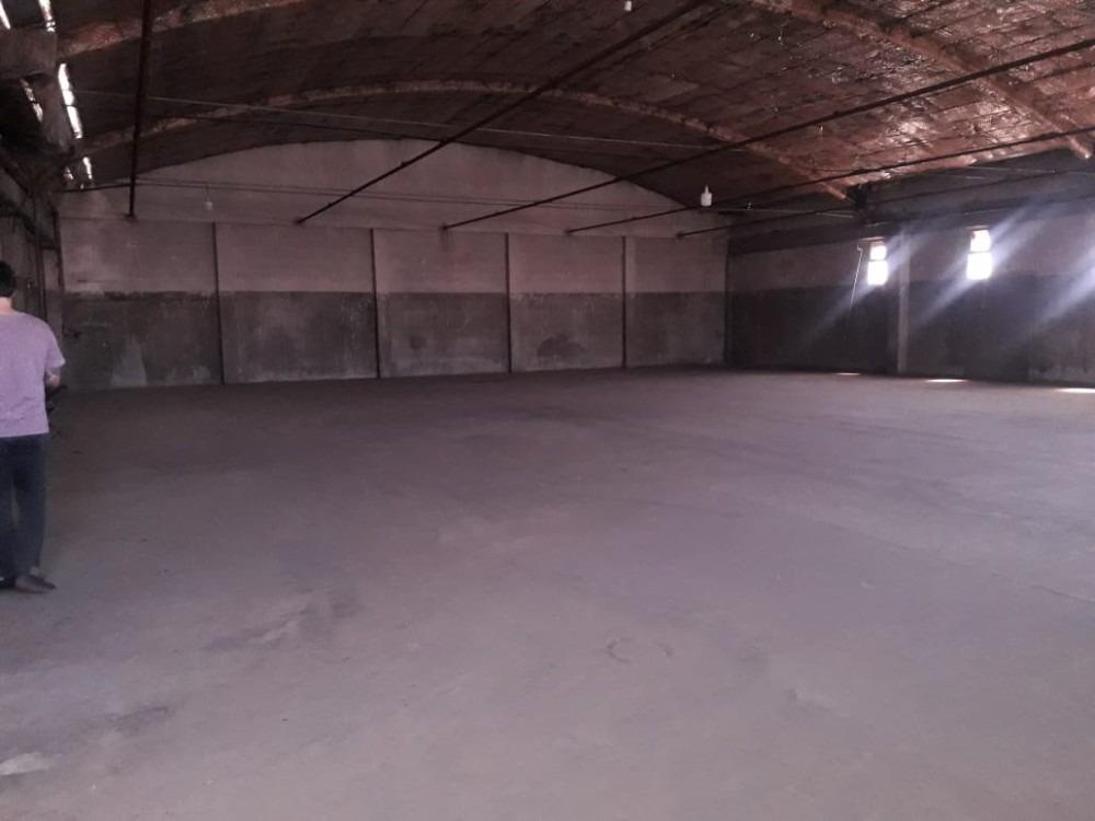 predio en venta de 18000 m2 con 7000m2 cub -sarandi avellane