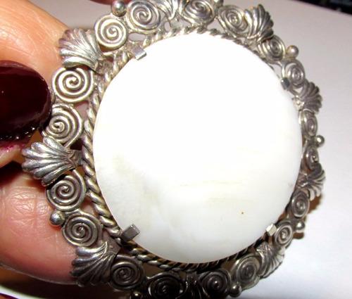 prendedor engarce de plata antiguo,medallón nácar,6 cm ancho