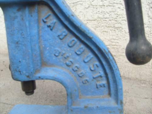 prensa  antigua,  manual hecha en francia, . funcionando