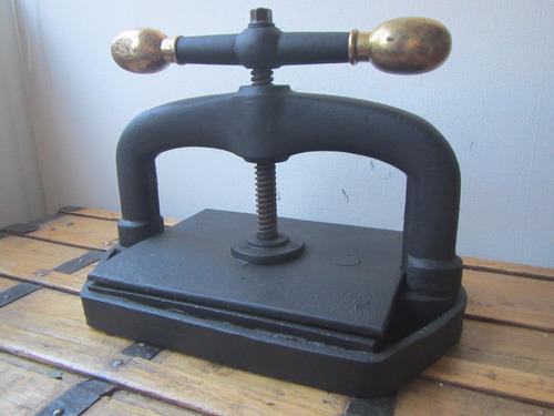 prensa antigua para encuadernar