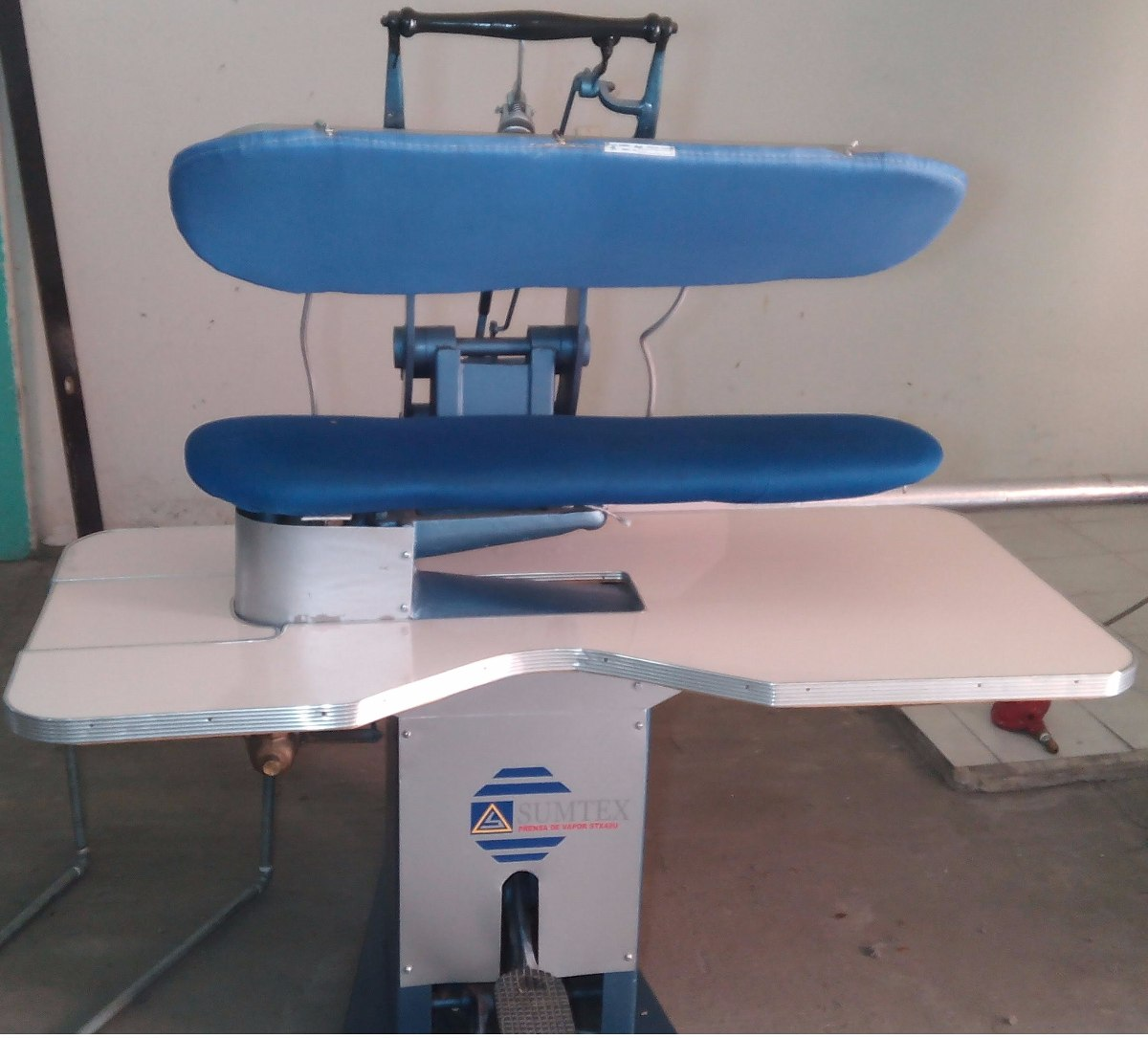 Prensa de planchado para tintorer a planchadur a - Planchas industriales para ropa ...