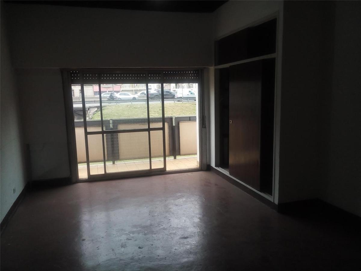 primer piso con entrada independiente  en zona muy comercial