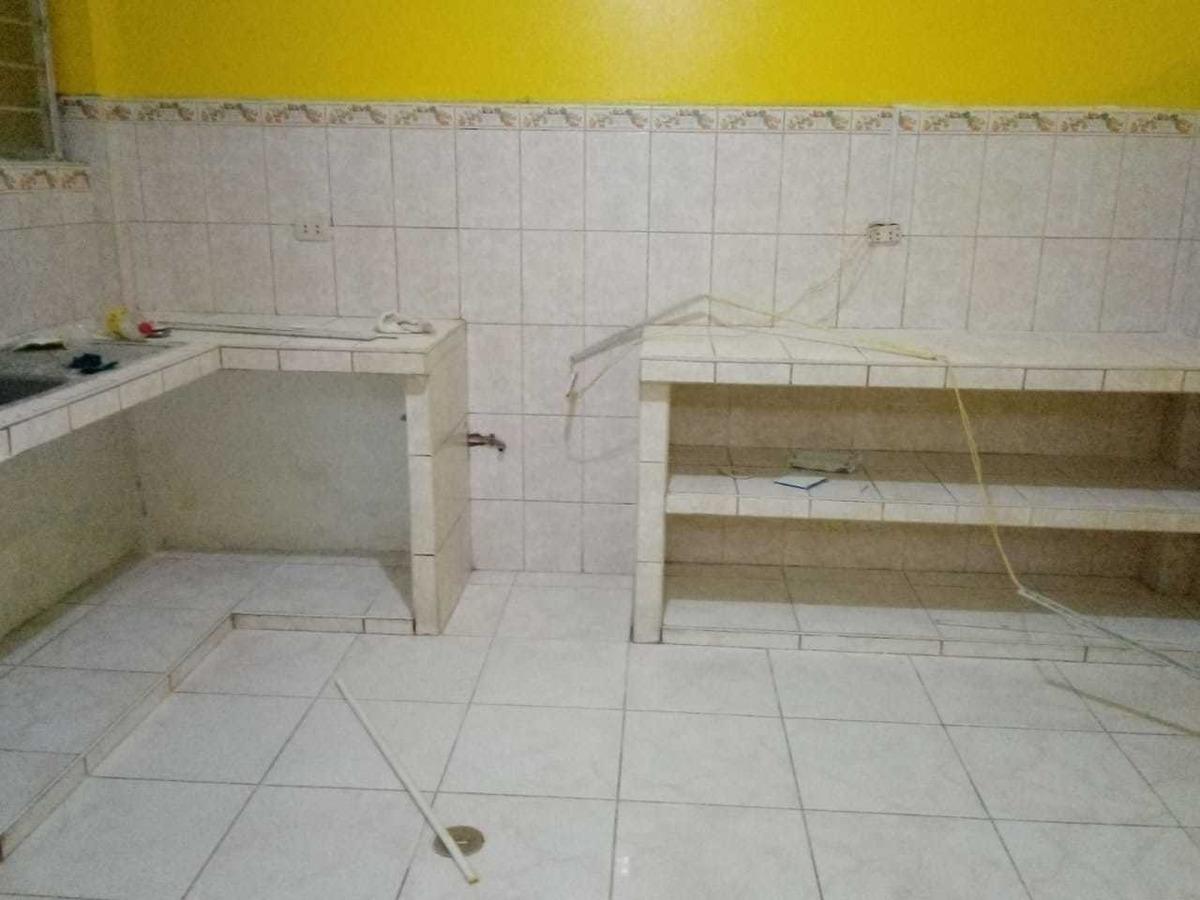 primer piso cuenta con baño ,3dormitorios ,2 patios