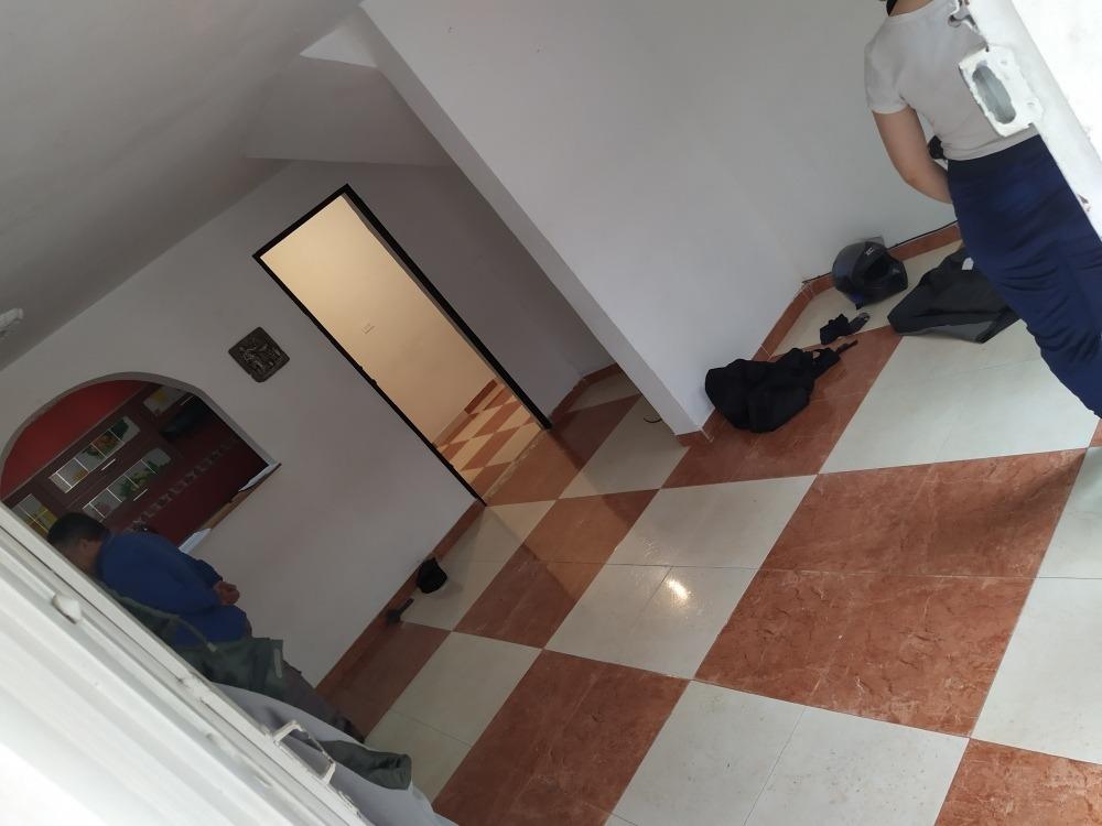 primer piso de 3 habitaciónes 1 baño en acevedo
