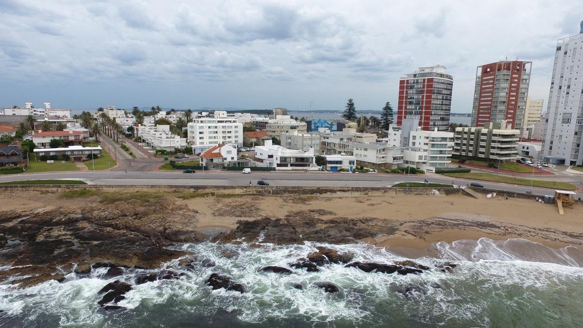primera linea en la peninsula frente al mar