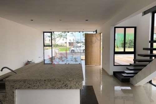 privada residencial, con seguridad 24/7, área verde, juegos infantiles, cancha. localizada en conkal.