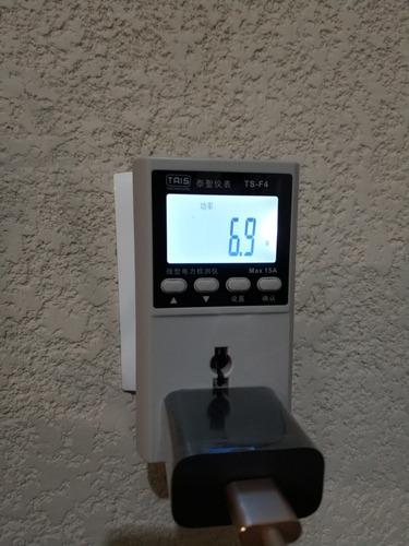 probador medidor de voltaje y corriente de pared