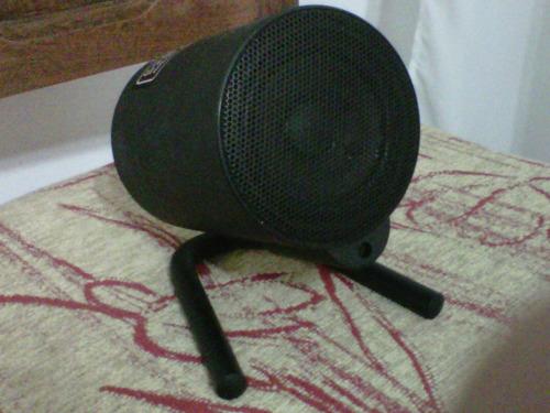 procesador de sonido con su potencia y parlantes