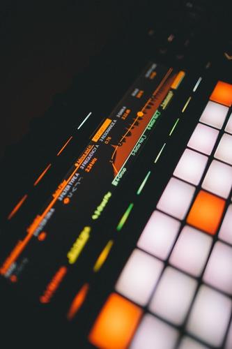 producción musical de pistas de reggaeton - pop urbano