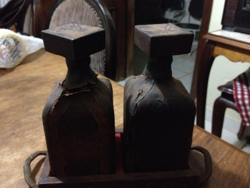 promoção conjunto de garrafas de bebida antiga