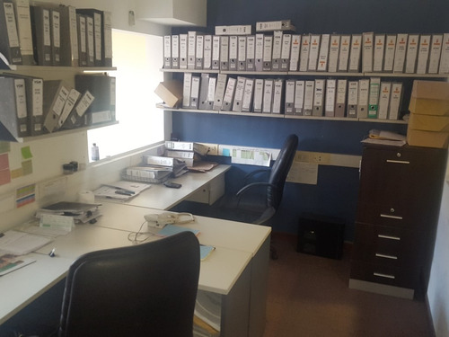 propiedad comercial con  oficinas