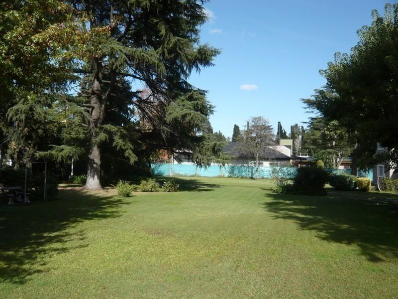 propiedad con amplio parque en monte grande