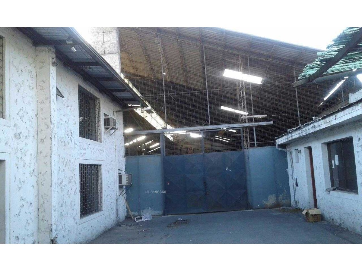 propiedad con oficinas y gran galpón en comuna de santiago