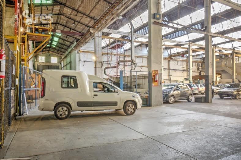 propiedad con potencial de terreno en el cordón, ideal para parking