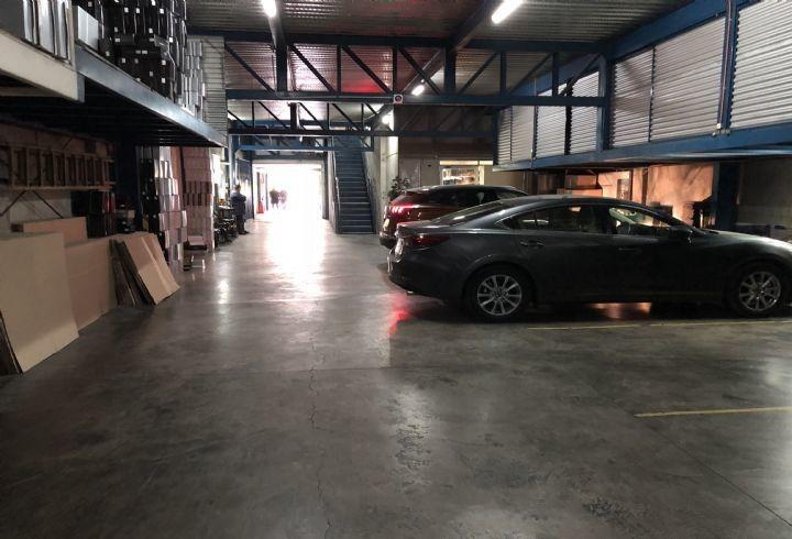 propiedad en edificio comercial con galpon en santiago centro