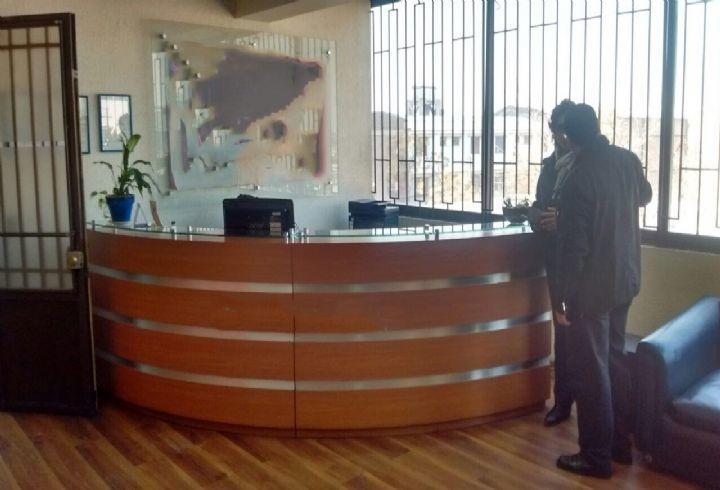 propiedad en edificio comercial con oficinas y locales