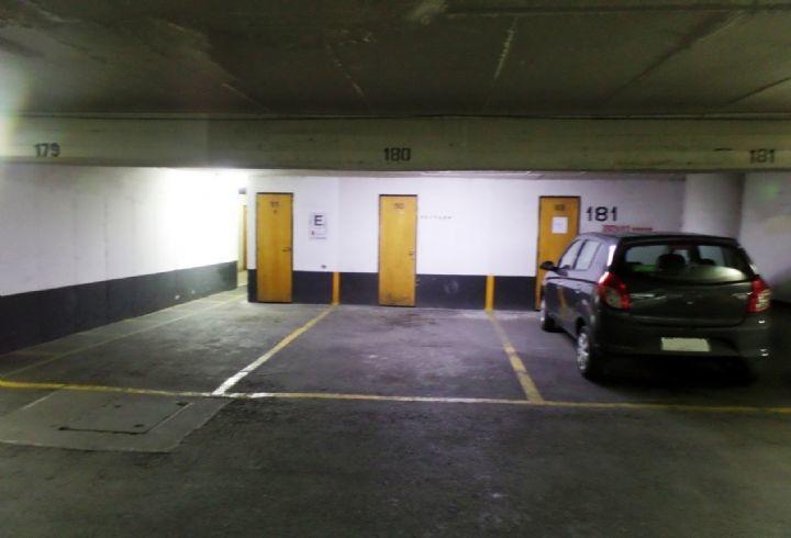 propiedad en estacionamiento con bodega
