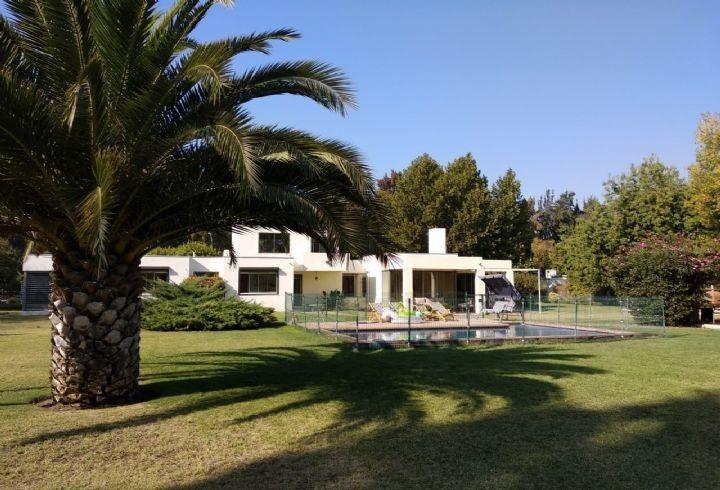 propiedad en excelente casa-parc.  cond algarrobal - colina