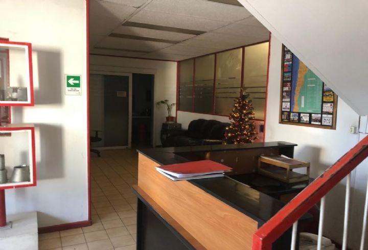 propiedad en galpon con oficinas en avenida carrascal