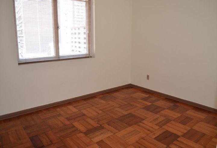 propiedad en paseo bulnes, piso de parquet