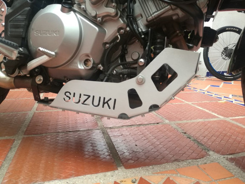 protector de carter suzuki vstrom 1000 motor negro y alumi