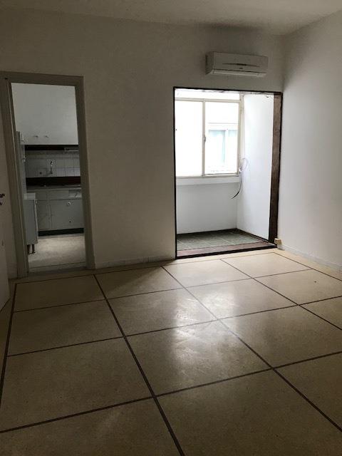 prox. montevideo shopping, 1 x escalera, 1 dormitorio amplio