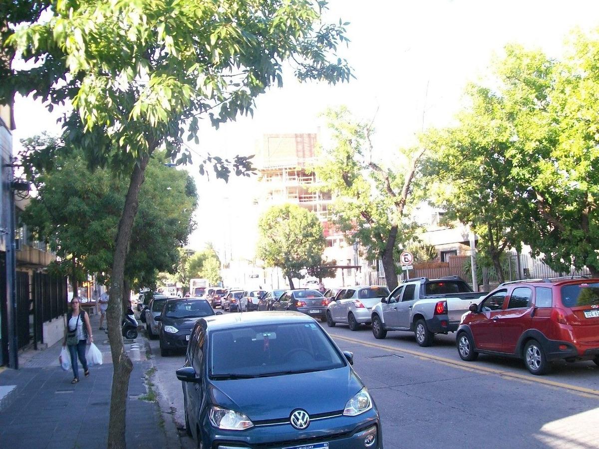 próximo circulo católico. ideal estacionamiento
