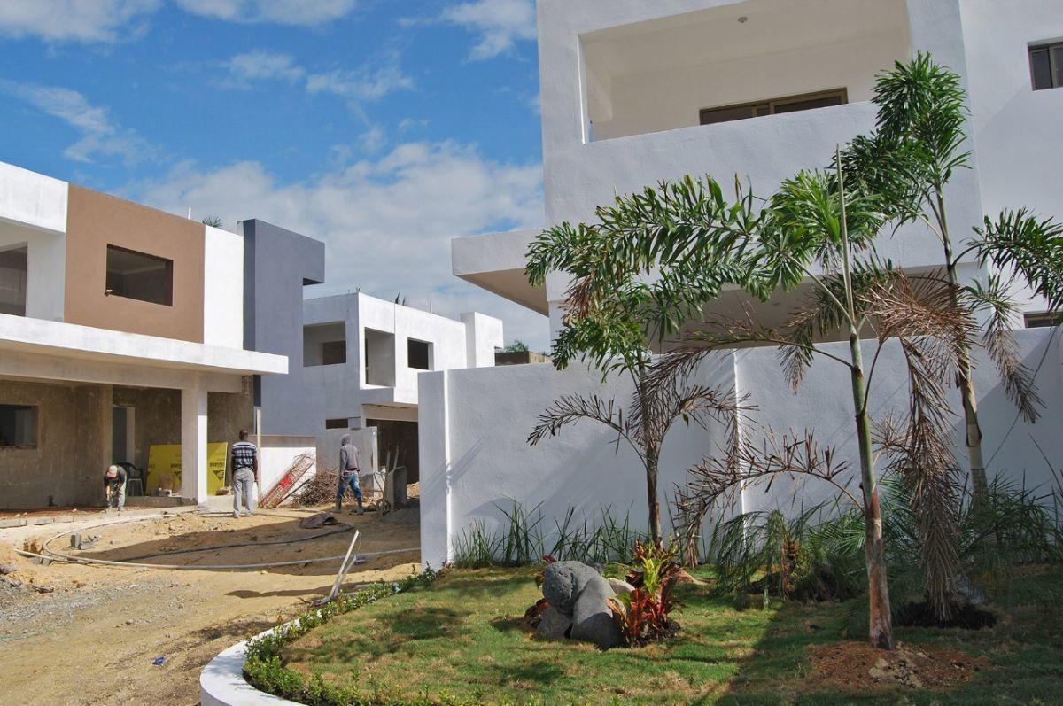 proyecto cerrado, 8 casas en construcción