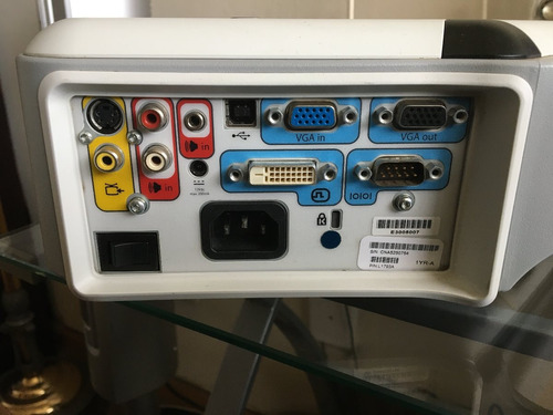 proyector hp vp 6320 con cable de alimentación y cable vga