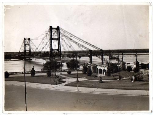 puente colgante sobre la laguna setubal en santa fe. 1935.-