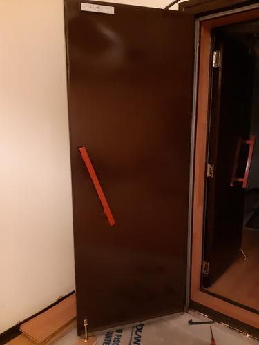 puerta acústica maciza + cierre electromagnético. hafele