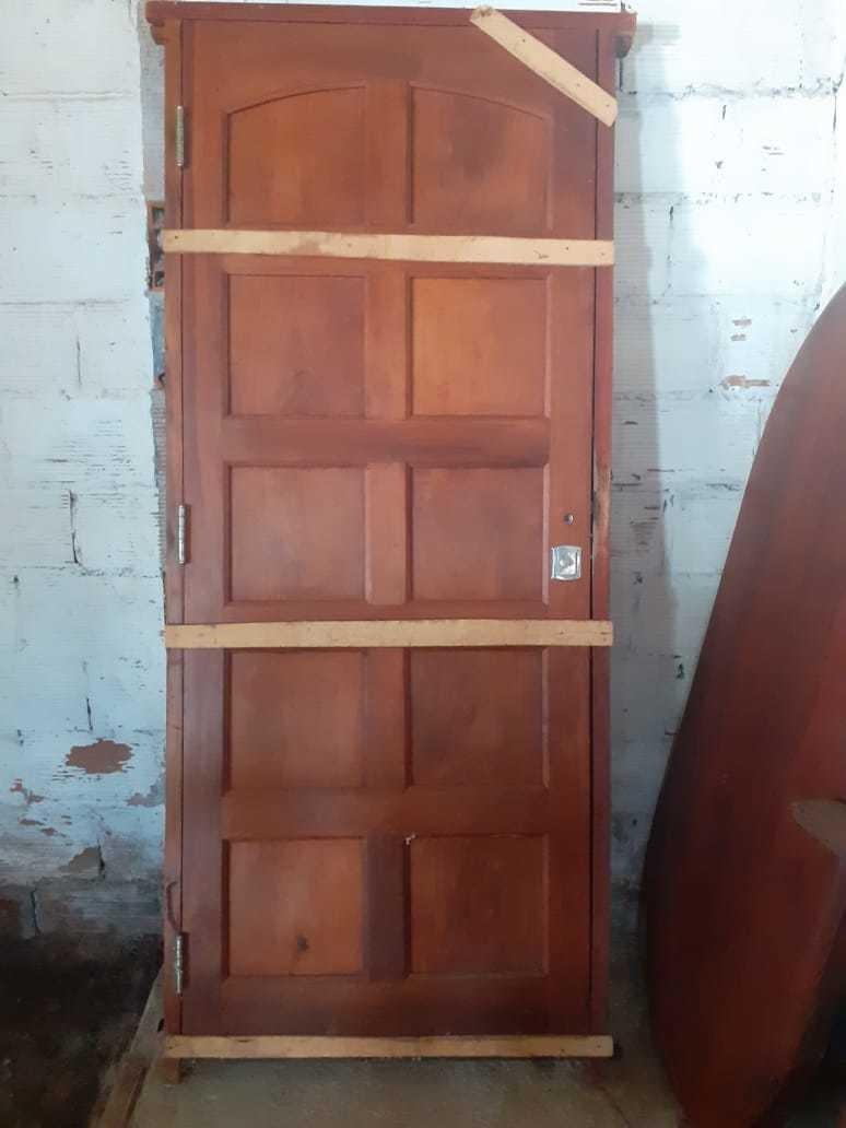 puerta algarrobo