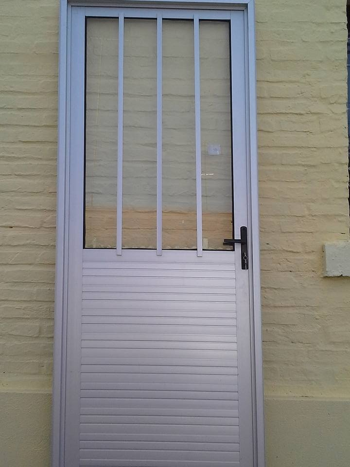 Puerta aluminio anodizado lambriz doble en - Puerta balconera aluminio ...