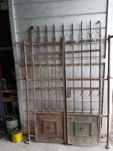 puerta antigua en hierro