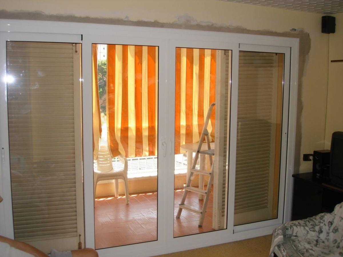Puerta corrediza en aluminio y vidrio bs en - Puerta balconera aluminio ...