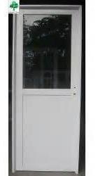 puerta de aluminio blanco medio vidrio